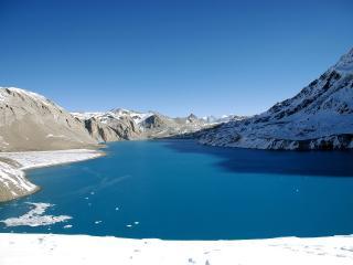 обои Озеро между горами фото