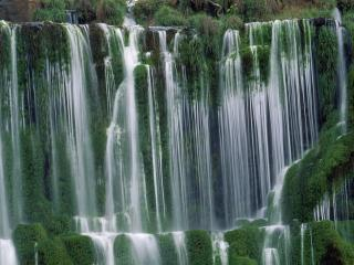 обои Flowing Cascades of Iguacu Falls, Argentina фото