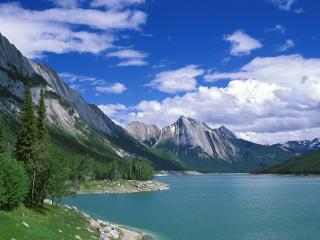 обои Medicine Lake, Jasper National Park, Alberta, Canada фото