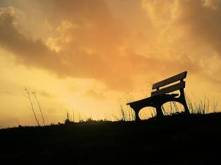 обои Лавочка на фоне сумеречнего неба фото