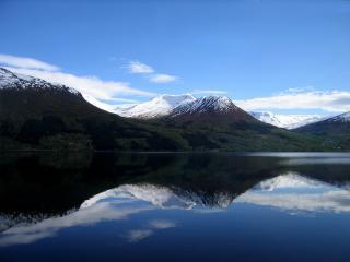 обои Озеро среди гор фото