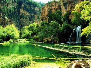 обои Озеро возле гор фото