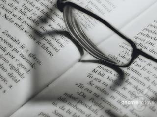 обои для рабочего стола: Очки на книге