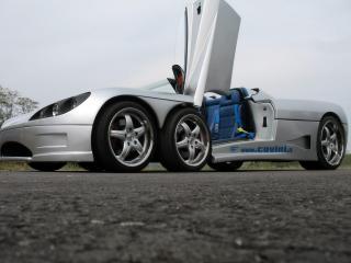 обои Covini - автомобиль с 6 колесами фото