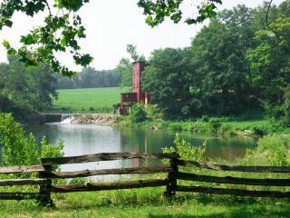 обои Озерцо за забором фото