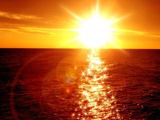 обои Яркий закат на море фото
