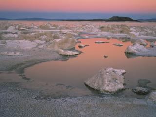 обои Pink Twilight at Mono Lake, California фото