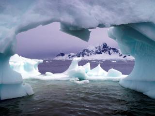 обои Пролив под льдиной фото