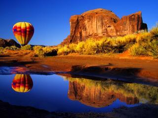 обои Воздушный шар над водой фото