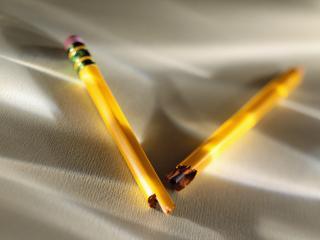 обои Поломанный карандаш фото