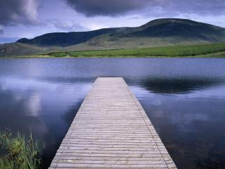 обои Lake in the Highlands of Donegal, Ireland фото