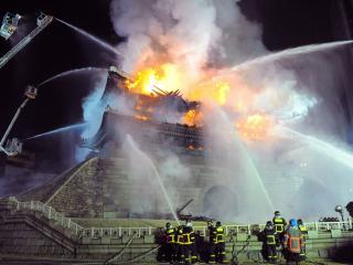 обои Пожар в Японском доме фото