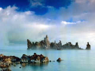 обои Вода и небольшие горы фото