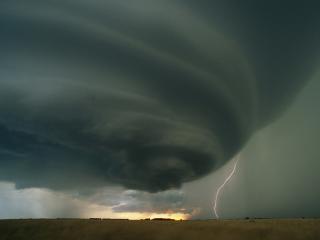 обои Торнадо с молнией фото