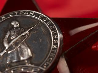 обои Солдат на медали фото