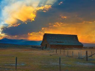обои Монтана, сарай на фоне огненного заката фото