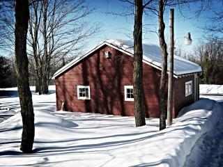 обои Red winter garage фото