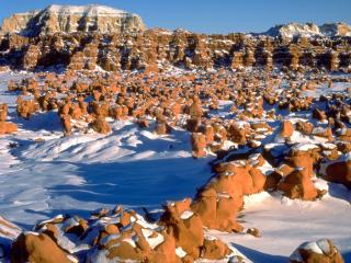 обои Snow-covered Goblin Valley фото