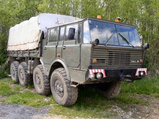 обои Tatra T813 на задании фото