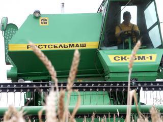 обои Ростсельмаш - Зерноуборочный комбайн фото