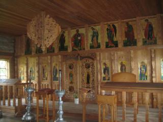 обои Внутри деревенской церкви фото
