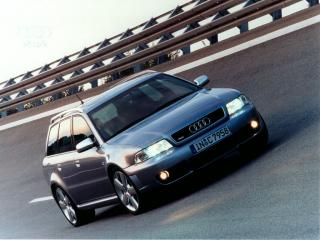 обои Audi на дороге фото