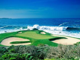 обои Поле для гольфа у океана фото
